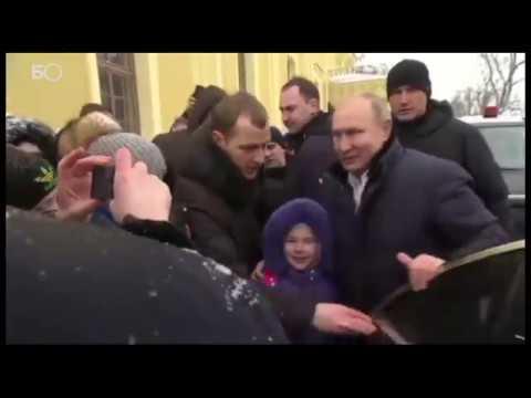 «Чего ты заплакала»: Путин вышел из президентского кортежа, чтобы сфотографироваться с ребенком