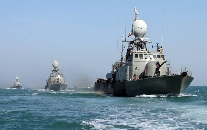 Иран начал учения в районе Ормузского пролива