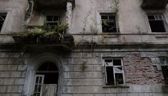 Эти разрушенные здания когда-то выглядели шикарно. /Кадр из видео на youtube.com, пользователь ninurta