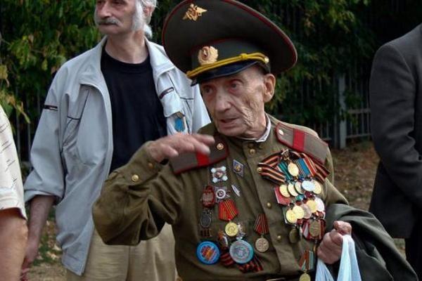 Откуда у этого  ветерана столько наград?