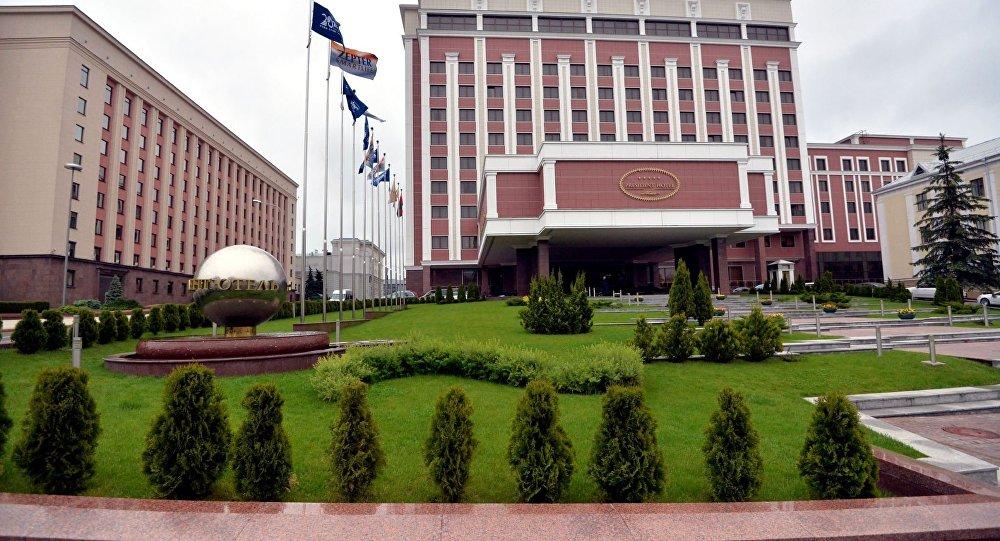 Киев требует экстренного заседания контактной группы в Минске