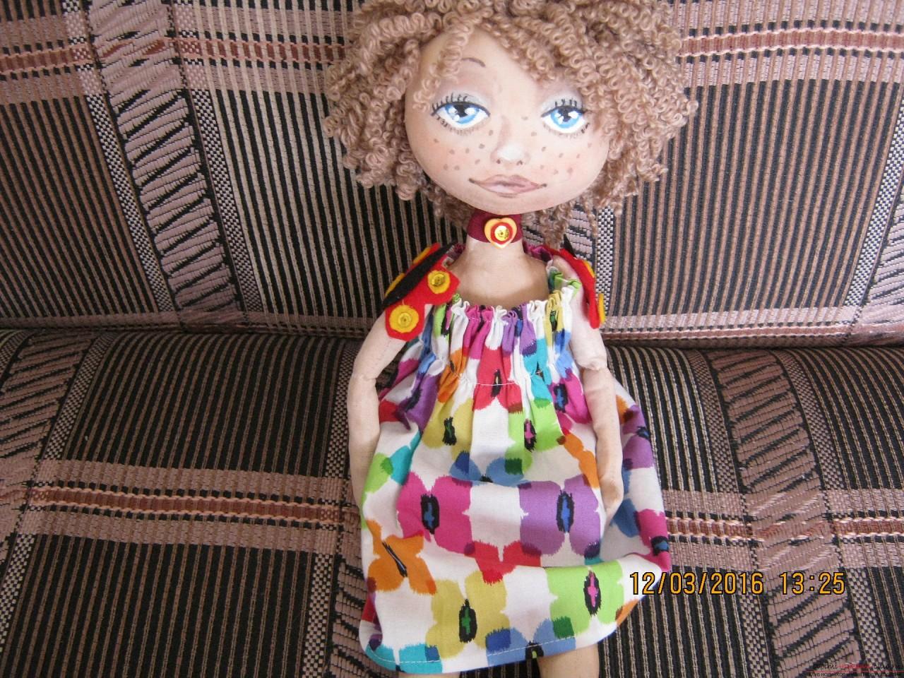 Этот мастер-класс с выкройкой расскажет как сшить своими руками текстильную интерьерную куклу.. Фото №15