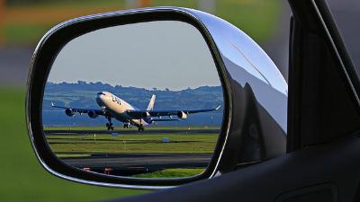 Участницу инсценировки похищения на Bentley выдворят из России