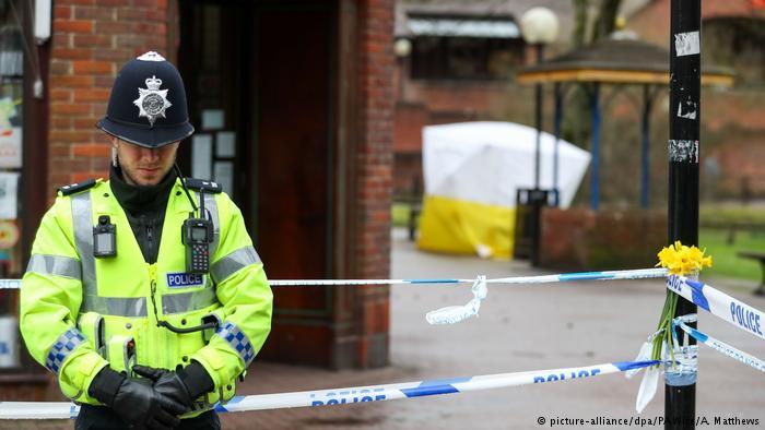 Великобритания продолжает «клевать» тело Скрипаля
