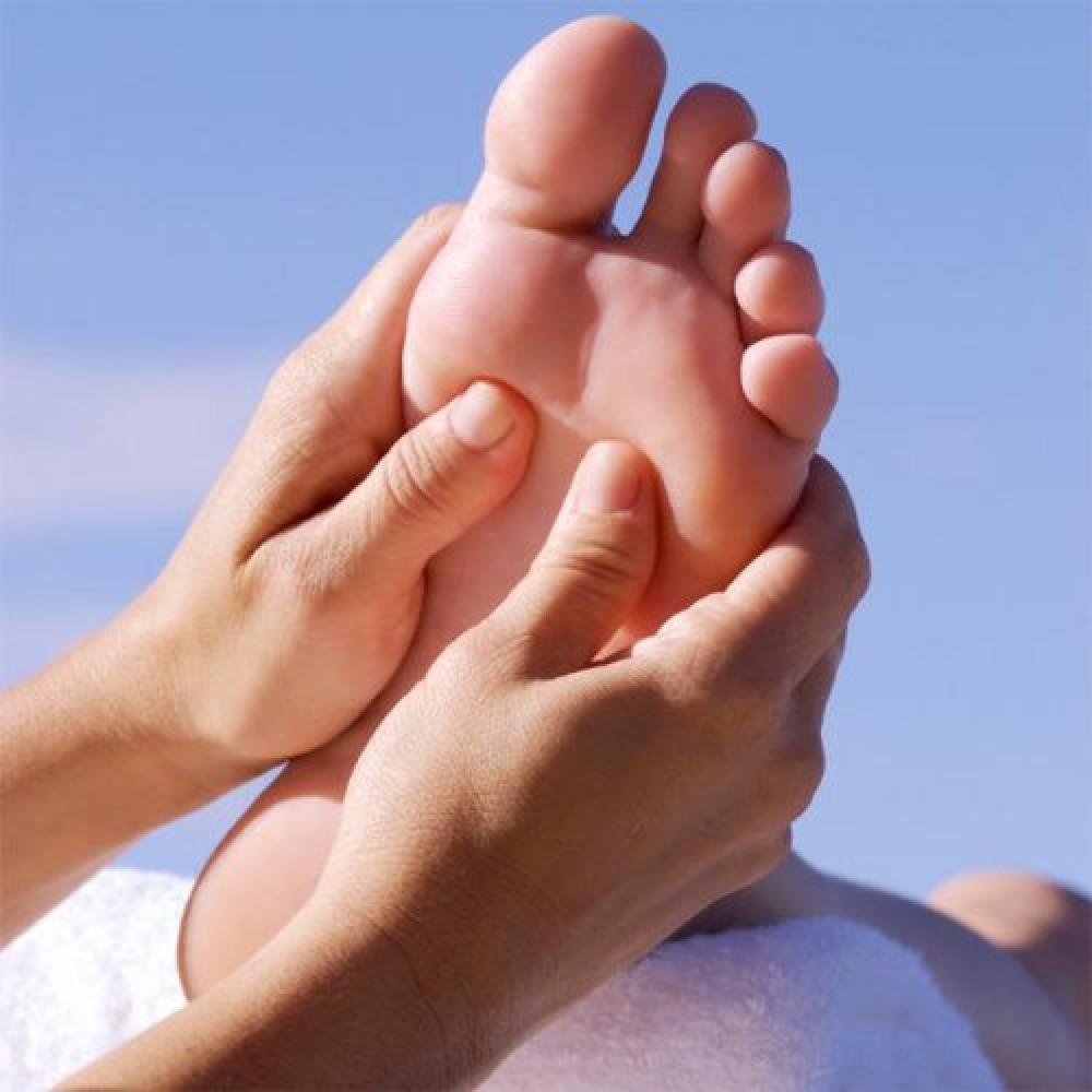 Почему мужу благоприятно делать массаж стоп жене?