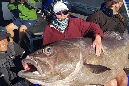Старушка поймала рыбу размером с себя и решила кормить ей сына