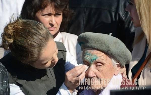 Утром 10 мая в Славянске умерла 91-летняя ветеран ВОВ, которую на 9 мая националисты облили зеленкой