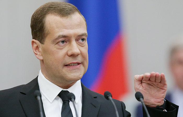 """Медведев опроверг """"разорванн…"""