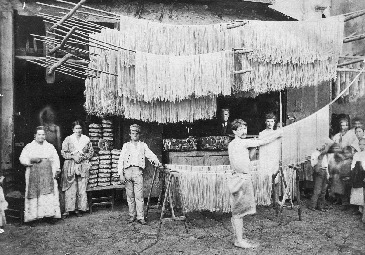 Когда лапшу вешали: производство спагетти в начале XX века