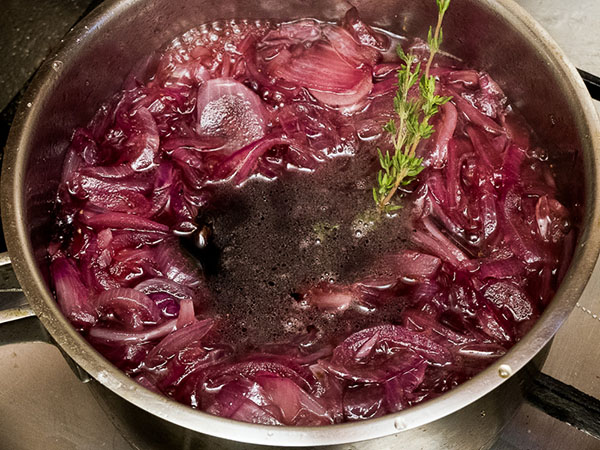 Луковое варенье – простой рецепт полезного и вкусного варенья из лука с вином и тимьяном
