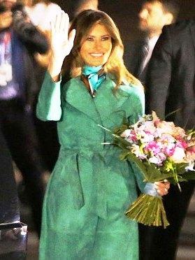 Иконы моды — 10 монохромных образов Мелании Трамп, которые стоит повторить