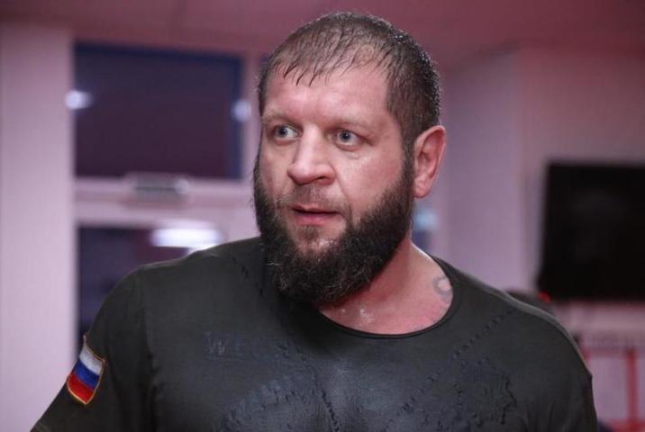 Александр Емельяненко показал, как его «разукрасил» Тони  Джонсон во время боя