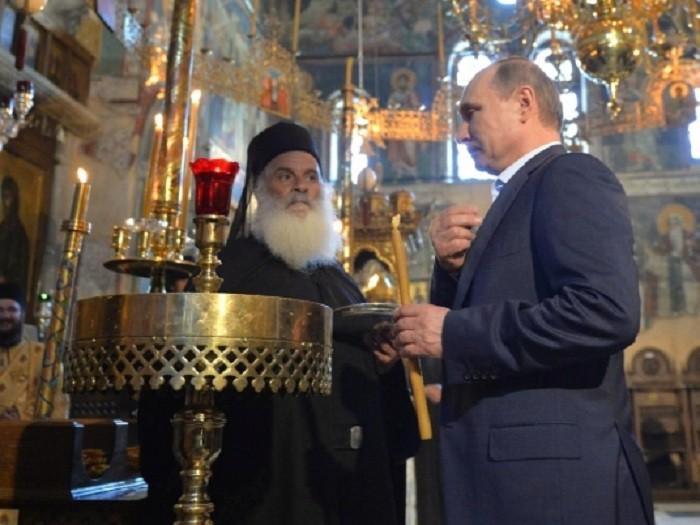 Демонстрация восхищения: Владимир Путин на византийском троне