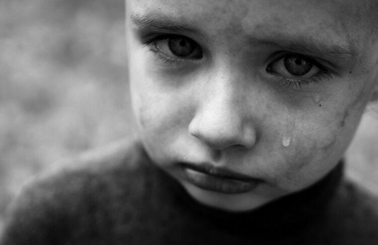 Каким образом дети скрывают свои обиды и слезы.