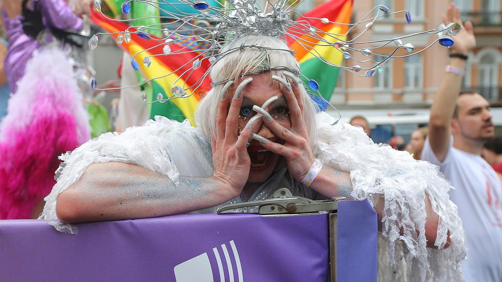 Людоеды против вегетарианцев. Почему гей-парад без Порошенко не задался? Андрей Бабицкий