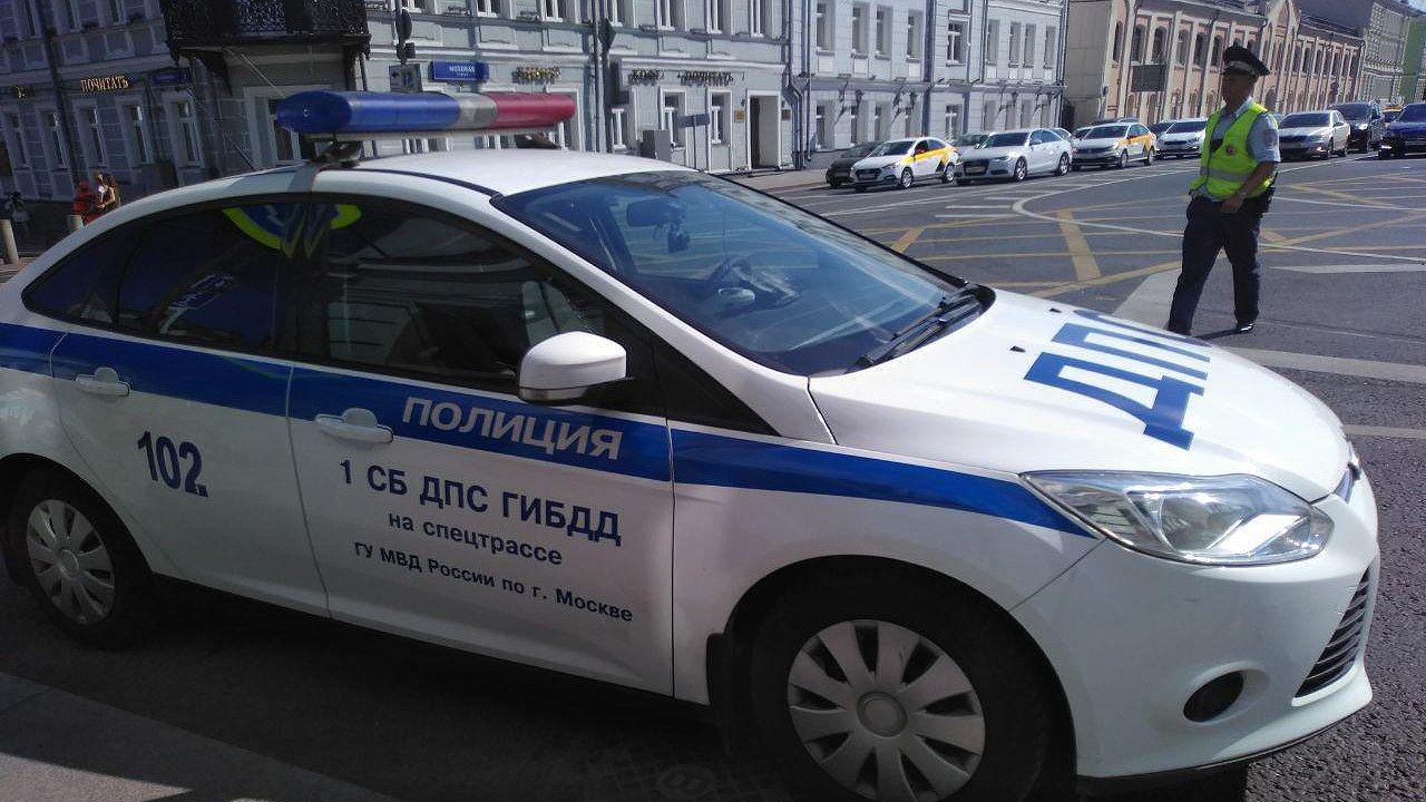 В Новосибирске грузовик протаранил мотоцикл на улице Большой