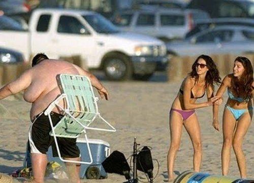 Пляжные будни в прикольных картинках (17 фото)