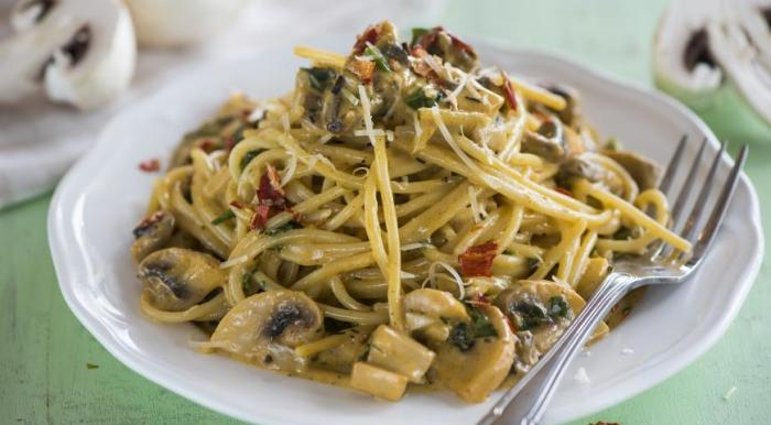 Спагетти с грибами.  Фото: gastronom.ru.