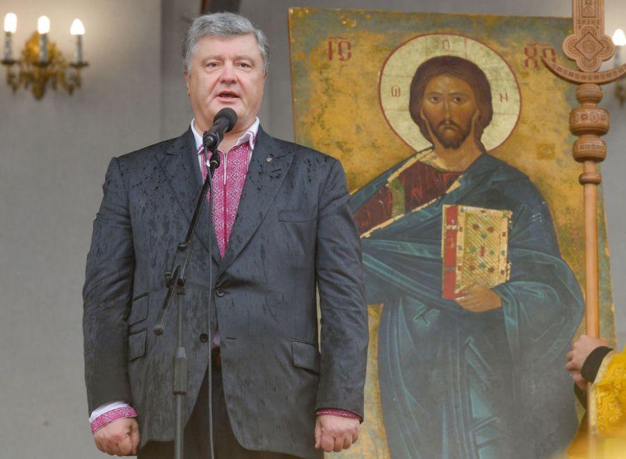 Неисповедимы пути Господни: Порошенко оставил украинцам надежду только на Бога
