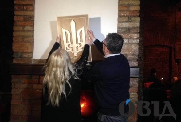 Мать поляка, который сжег украинский трезубец в камине, исправила ошибку сына