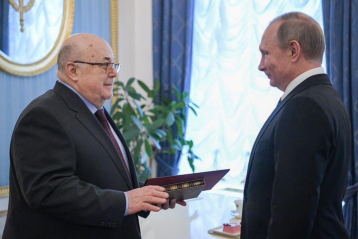Путин поспорил с Калягиным о возрасте Хлестакова