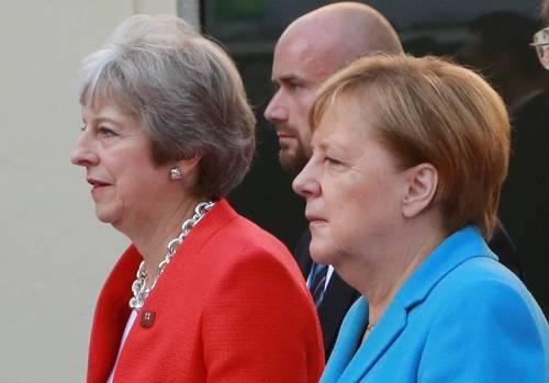 СМИ: Ангела Меркель публично унизила Терезу Мэй