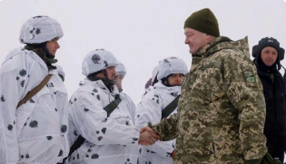«Петро, вези все что есть»: Порошенко призвали не останавливаться на переброске десантников к границам с Россией