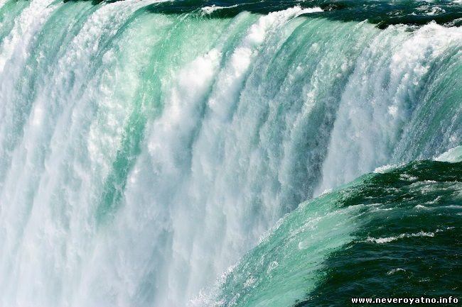 Австралийские водопады, текущие вверх (видео)