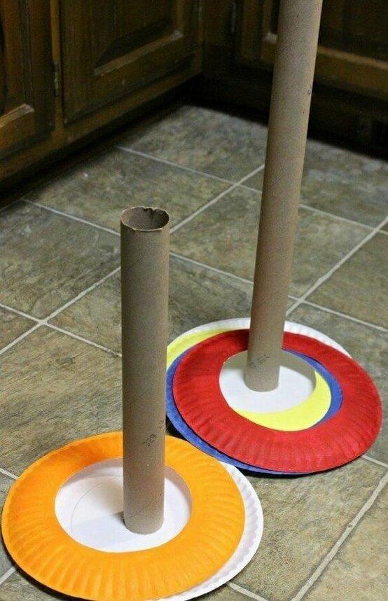 А еще можно покидать кольца из одноразовой посуды Фабрика идей, гениально, дети, занятие, интересное, родители, увлечение