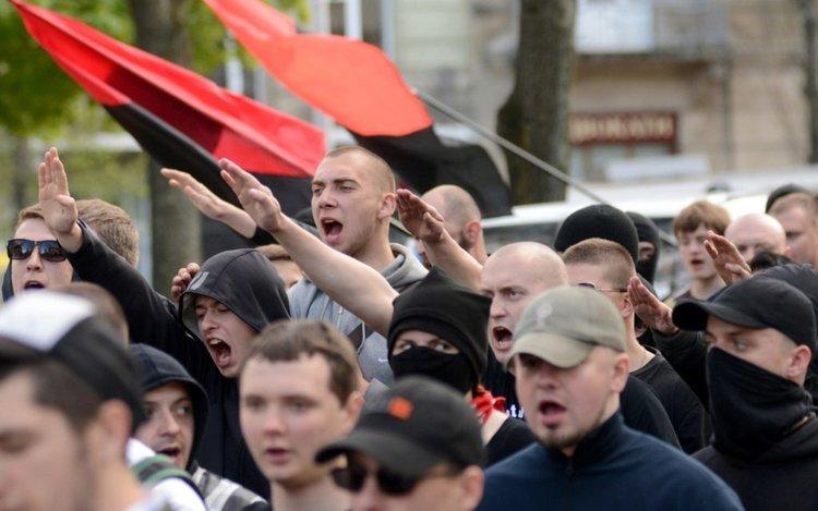 В США разглядели украинских нацистов только после «наезда» на Порошенко
