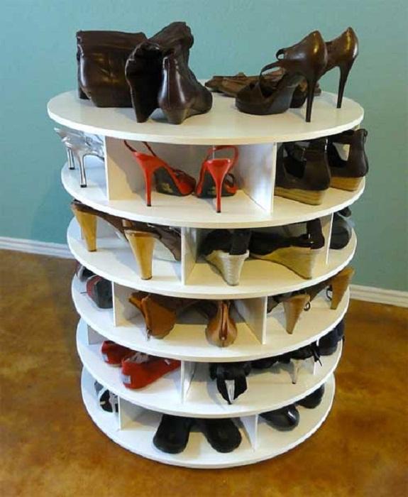 Оригинальный и практичный вариант для хранения обуви, который непременно порадует глаз.