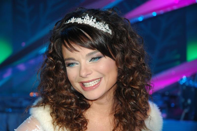 Наташа королева в короткой юбке смотреть онлайн