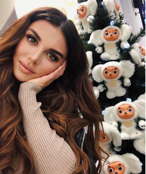 Анна Седокова поделилась мыслями о новогодних елках