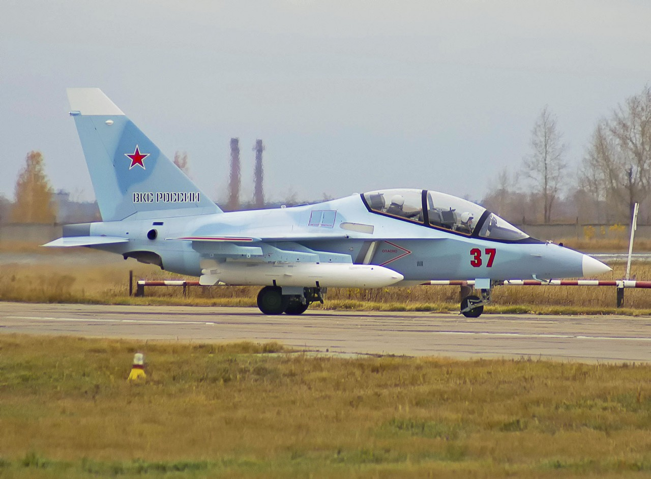 ВКС России получили очередные три самолета Як-130