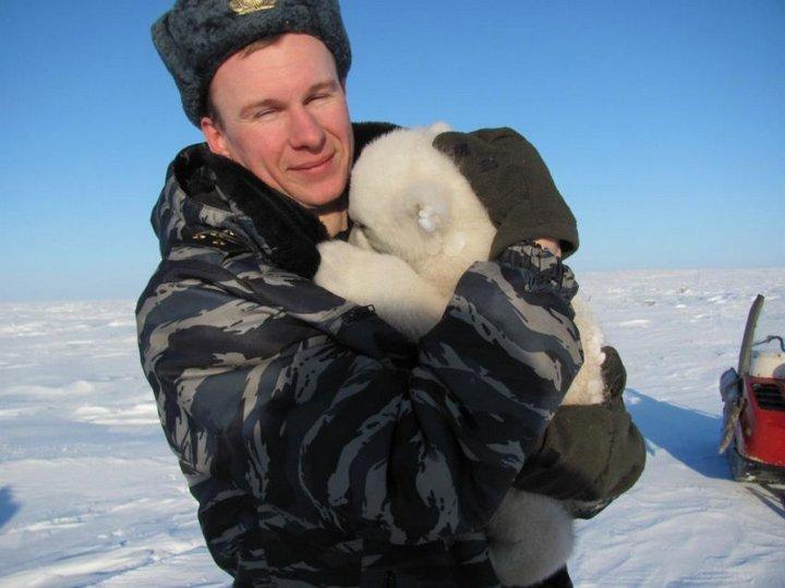 Белый медвежонок Айон, история спасения