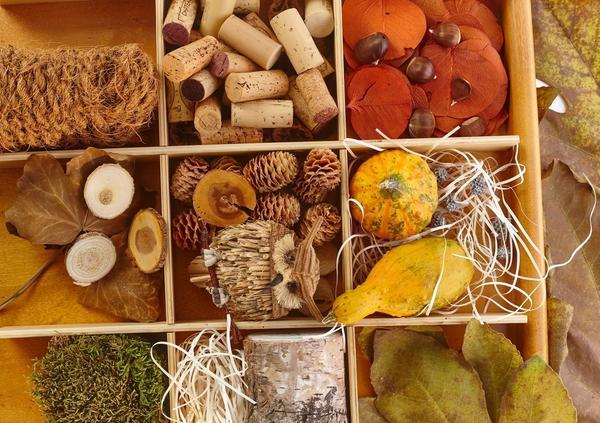 С пробками органично смотрятся разнообразные природные материалы