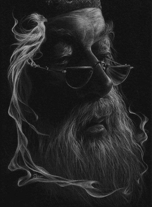 Эстонская художница рисует белым карандашом на черной бумаге