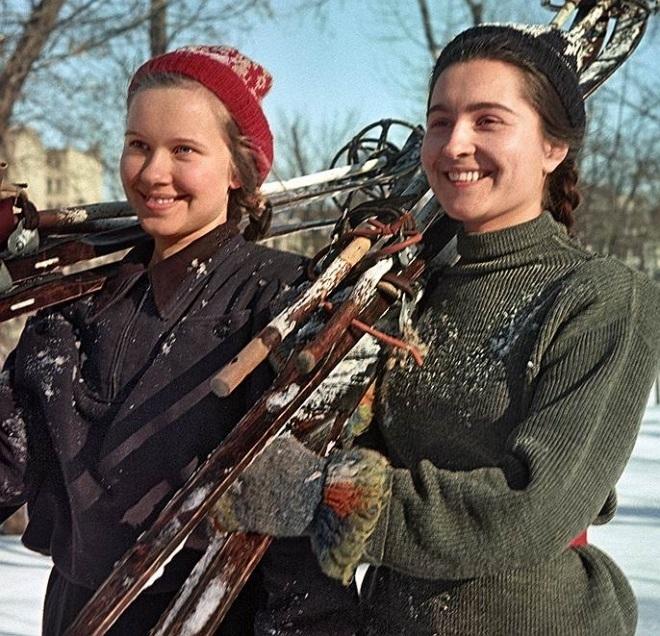 Какими журнал «Огонек» показывал послевоенные годы в СССР