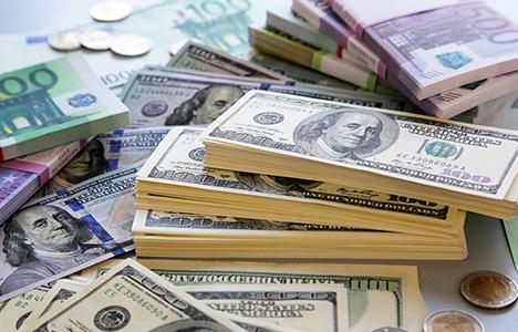 Курс доллара и евро продолжа…