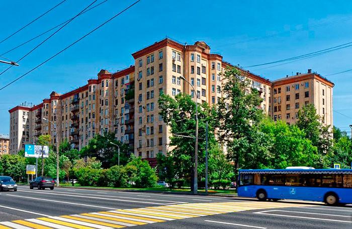 «Ремонт испортите». Дом в центре Москвы остался без тепла из-за квартиры, в которую не пускают рабочих
