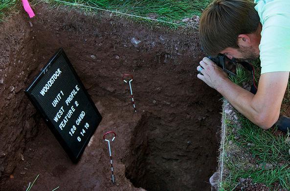Археологи проводят раскопки в Вудстоке