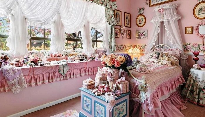 Безумство рюшей и бантиков: «Самый розовый особняк Мельбурна» выставлен на торги