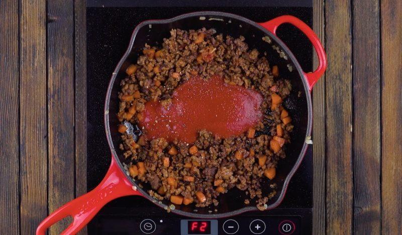 Спагетти, запеченные внутри сырной булочки. Самое оригинальное блюдо к ужину.