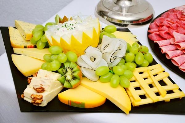 Как накрыть изысканный стол за 5 минут — 5 идей для вкусного ужина