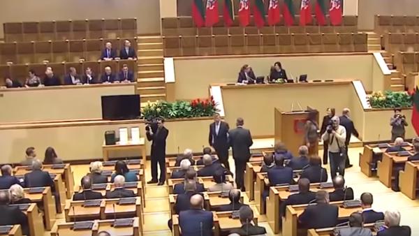 Литва и Эстония закатили истерику на саммите. Россия оставит нас без света и газа