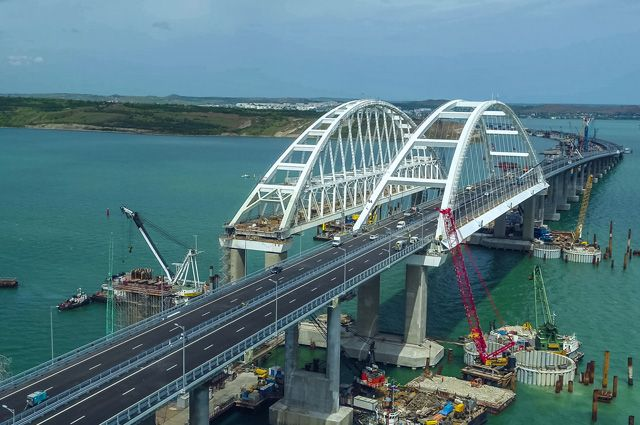 Движение грузового транспорта по Крымскому мосту откроется 1 октября