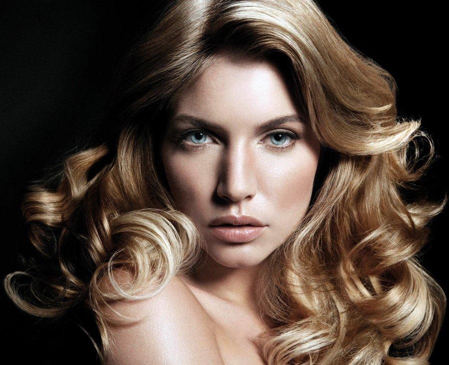 Блондинка с красивыми волосами, фото