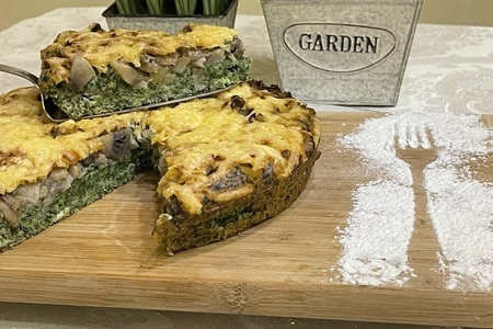 Фото к рецепту: Пирог с шпинатом грибами и сыром