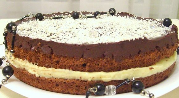 Шоколадно-кокосовый торт: быстрый тортик для торжества!