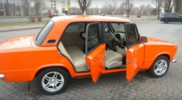 Автолюбитель превратил «Копейку» 1975 года в роскошный городской седан